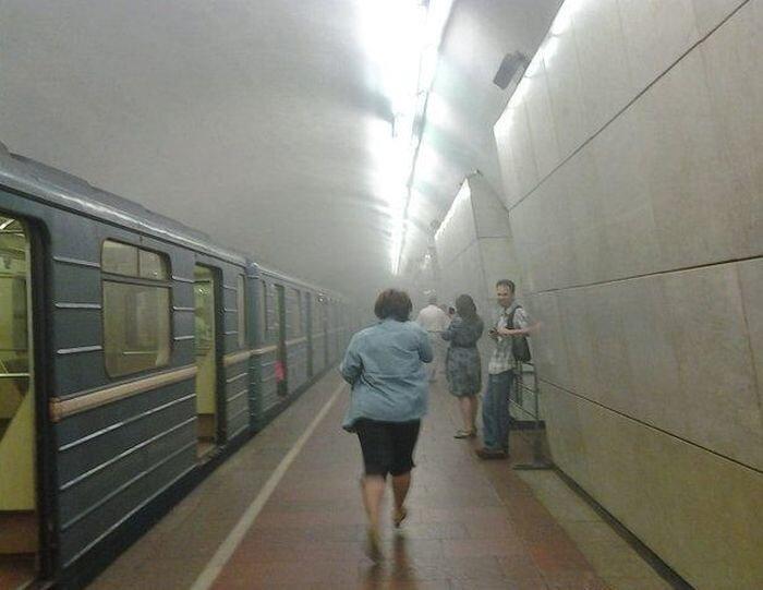 Пожар в Московском метро (15 фото + 1 видео)