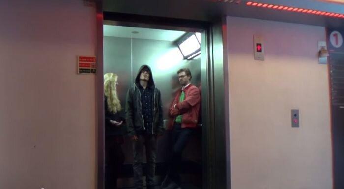 Розыгрыш в лифте на тему Звездных войн (видео)