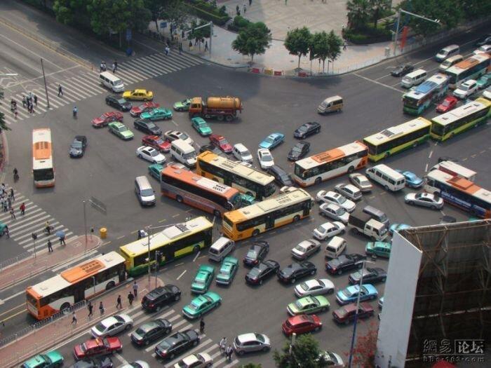 Автомобильная пробка (4 фото)