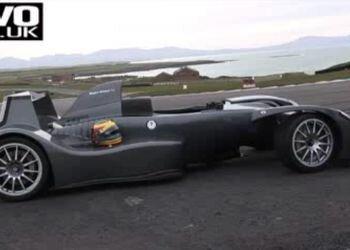 Болид F1 на обычной европейской дороге