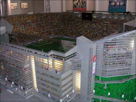 Новый стадион из Лего (9 фото)