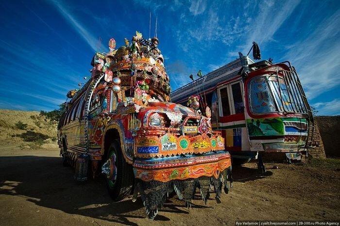 Необычные автобусы и грузовики Пакистана (40 фото)