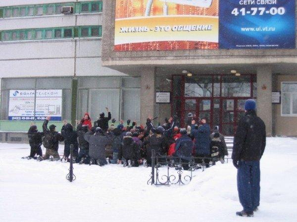 Митинг с требованием безлимитки (2 фото)
