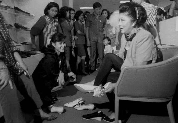 First Lady Imelda Marcos Of The Philippines Had The Greatest Shoe Collection Of All Time от Kaye за 25 sep 2012