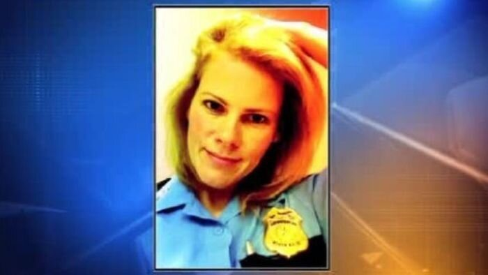 Revealing Photos of Police Sergeant  от Helen за 05 oct 2012