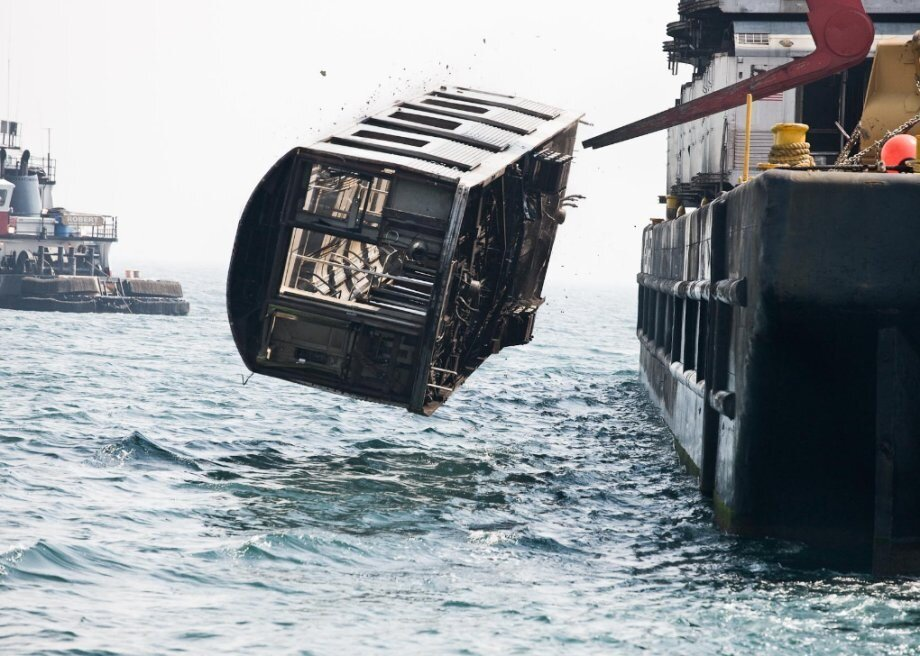 NYC Subway cars dumped into ocean  от Veggie за 01 nov 2012