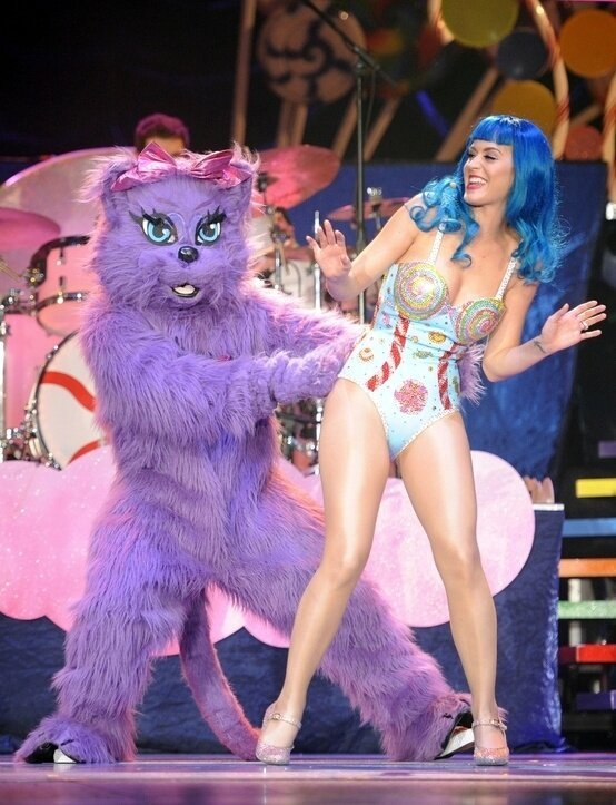 Katy Perry's Mascot, Kitty Purry, is Super Creepy