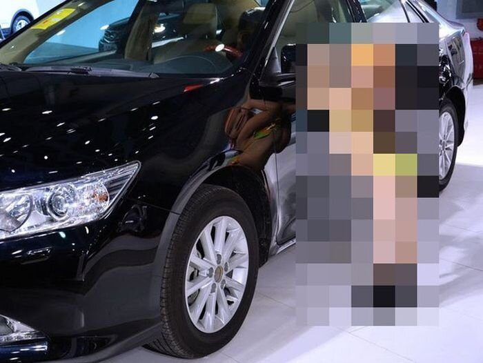 Scandalous Motor Show Opening in Wuhan