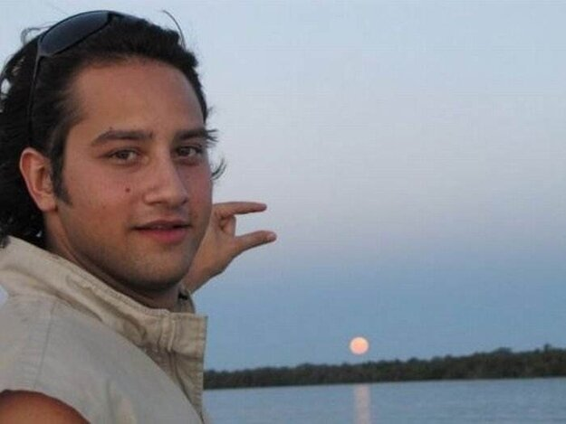 """The Best Of """"Can Someone Photoshop The Sun Between My Fingers?"""""""