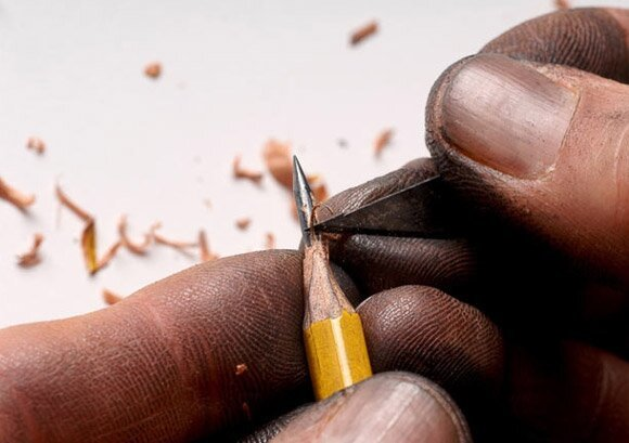 Tiny Sculptures On The Tip Of a Pencil