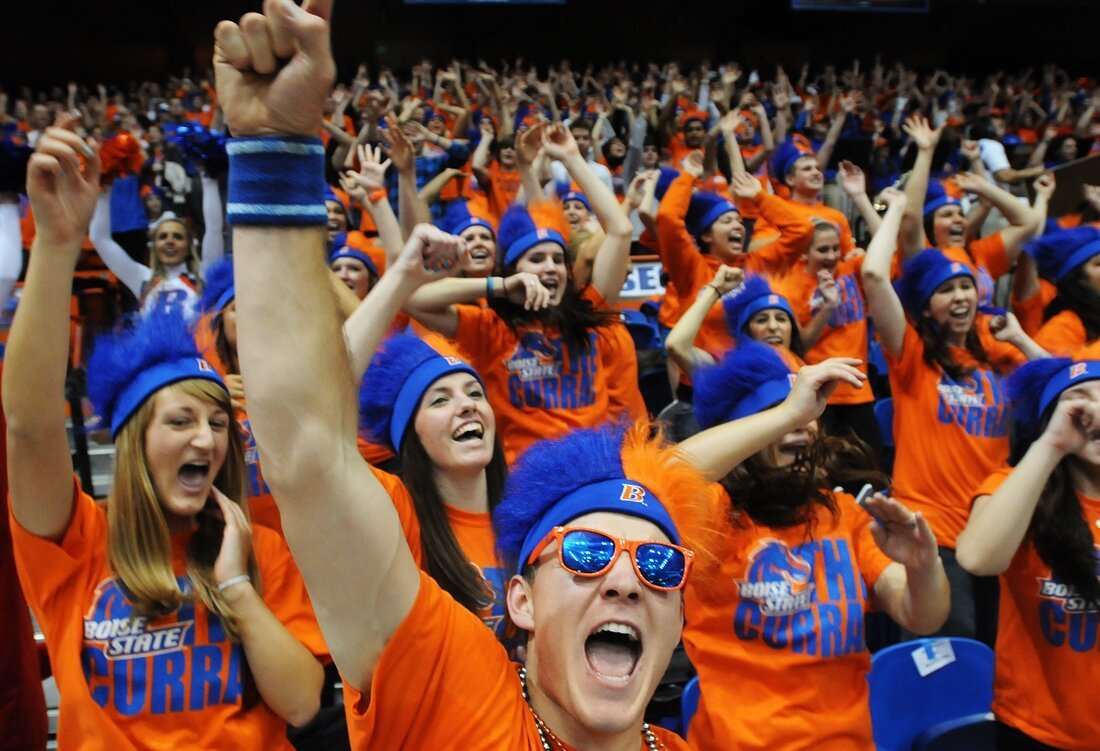 Boise State Broncos Fans Sure love to Flashmob