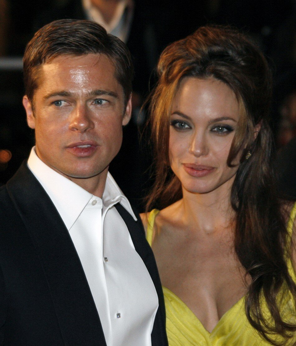 Brad gave Angelina a Super Romantic Valentine's Day Gift (NOT)