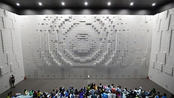 Gigantic & Spectacular Walls Of Morphing Cubes