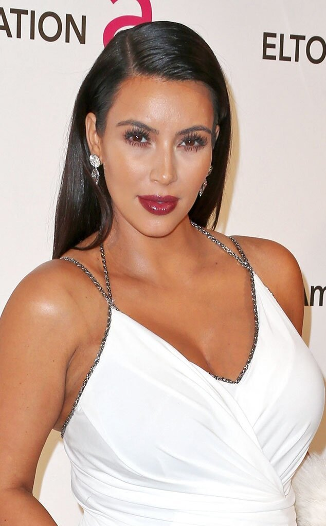 Kim Kardashian Looking Good at the Oscars, Displaying Baby Bump