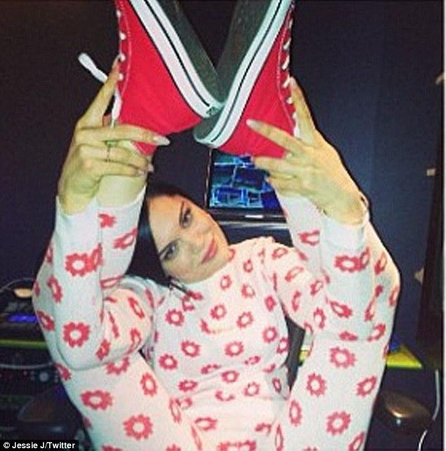Jessie J Shows off her Flexibility