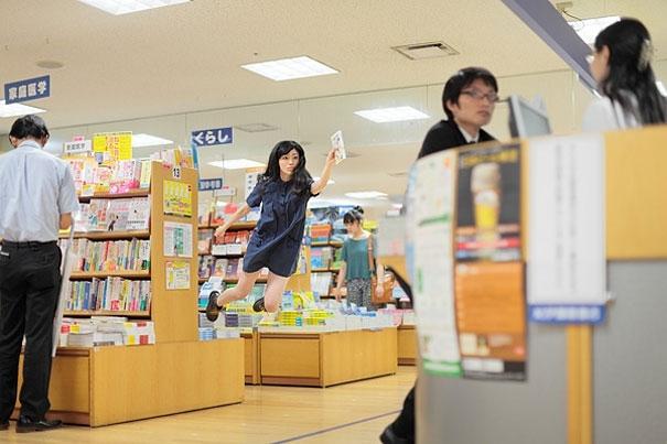 Floating Japanese Photographer Natsumi Yowayowa