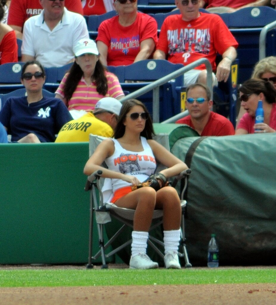 Another Hooters Girl Ball Girl Fail at Yankees Game