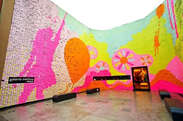 350,000 Post-it Notes Used To Express True Love, Galeria Melissa