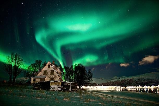 Incredible Videos of the Aurora Borealis (Northern Lights)