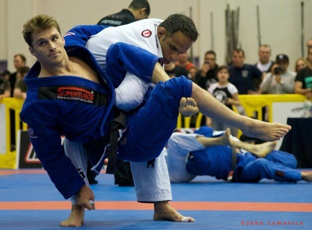 Ridiculously Photogenic Jiu Jitsu Guy: Sweeps His Opponents & The Web