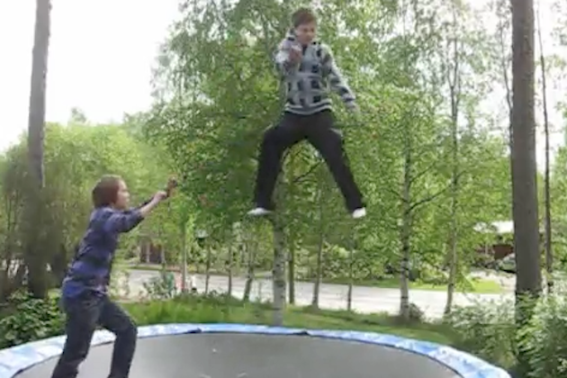 10 Epic Trampoline Fails (video)