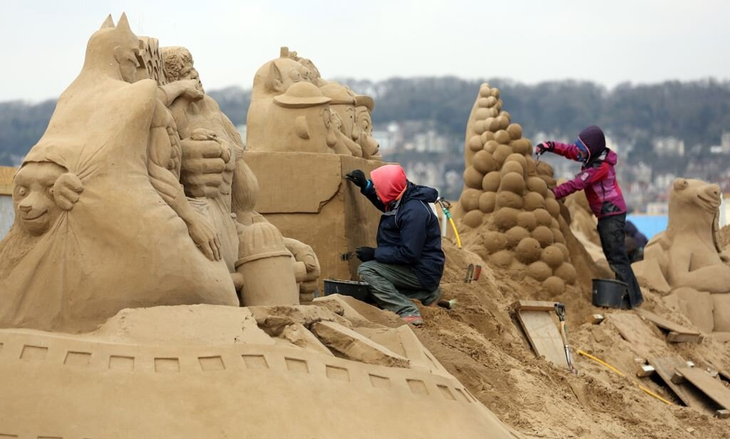 Amazing Weston Sand Sculpture Festival Photos, This Years Theme Hollywood
