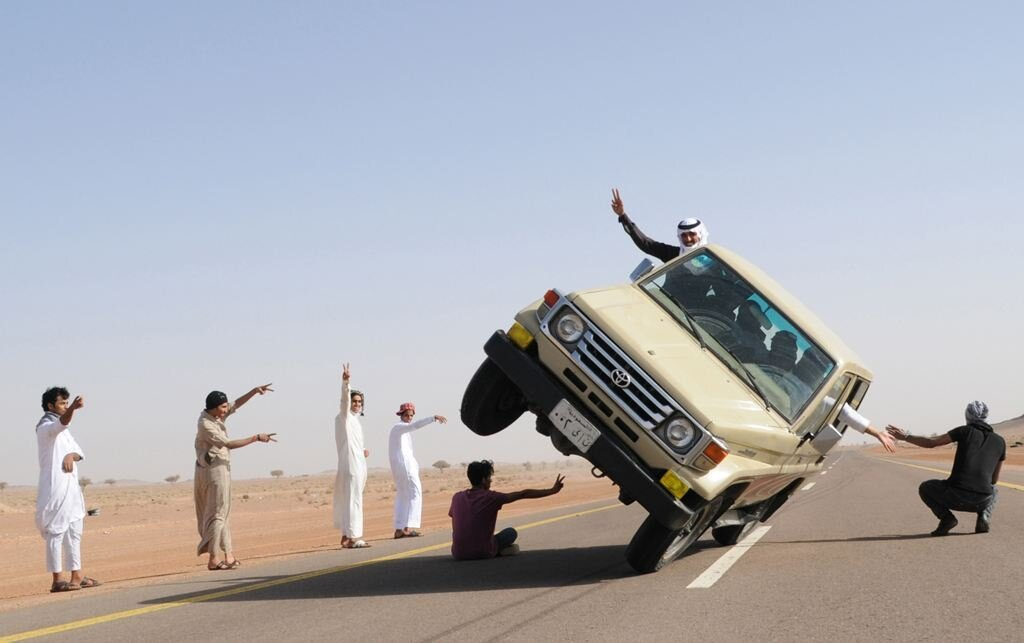 Sidewall Skiing Photos In Saudi Arabia, Crazy Stunts