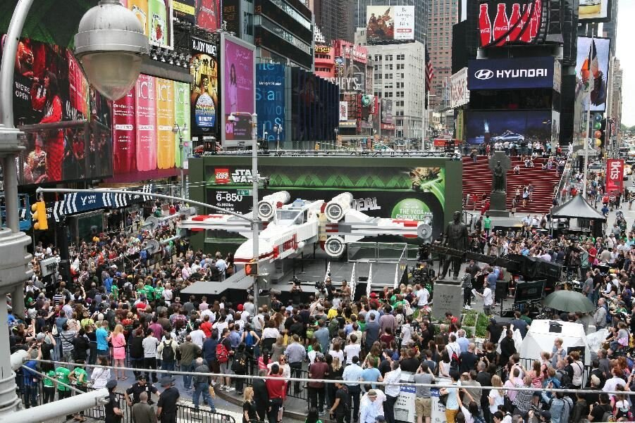World's Largest Lego - Star Wars X-Wing Starfighter