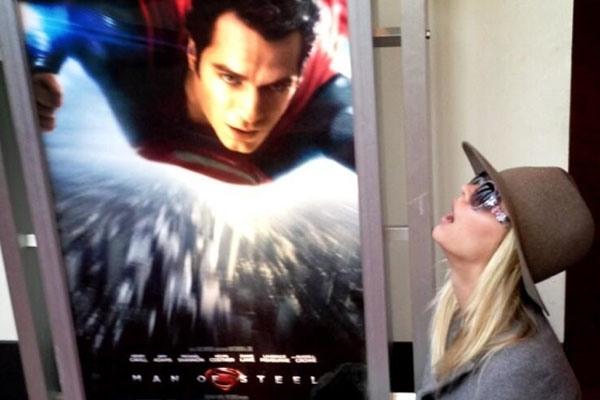 Henry Cavill Is Dating 'Big Bang Theory' Star Kaley Cuoco