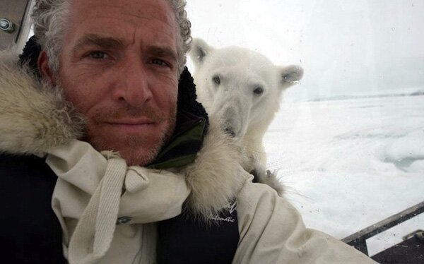 Filmmaker Captures His Terrifying Polar Bear Attack On Camera  от Helen за 12 jul 2013