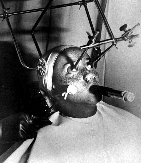 This Is What Beauty Treatments Looked Like In The 1900's