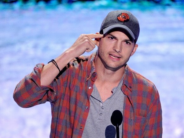 Video: Ashton Kutcher Offered Some Advice At The Teen Choice Awards