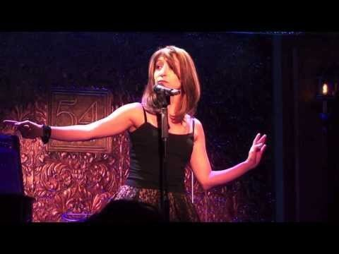 Singer Impersonates 19 Divas in 'Eclipse of the Heart' Cover