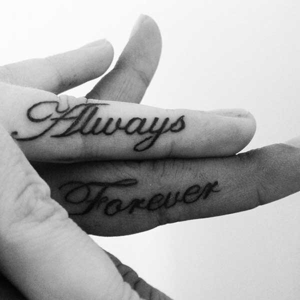 Tattoo on fingers: the new trend of the day [pics/video]