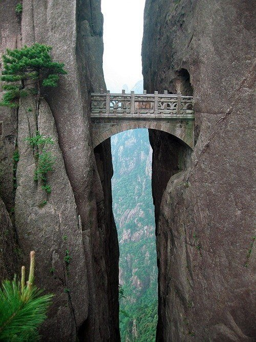 Incredible Photos of Death-Defying Pathways in Chinese Mountains