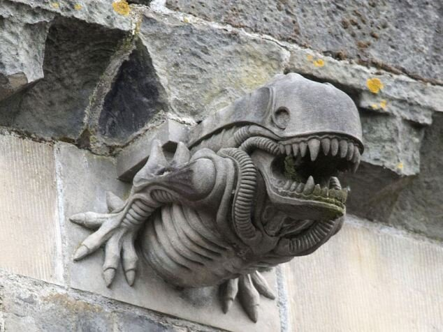 """Alien"" on the walls of a medieval abbey 13th Century [video]"