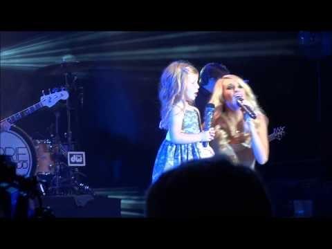 Carrie Underwood Brings Adorable Girl Onstage [VIDEOS]