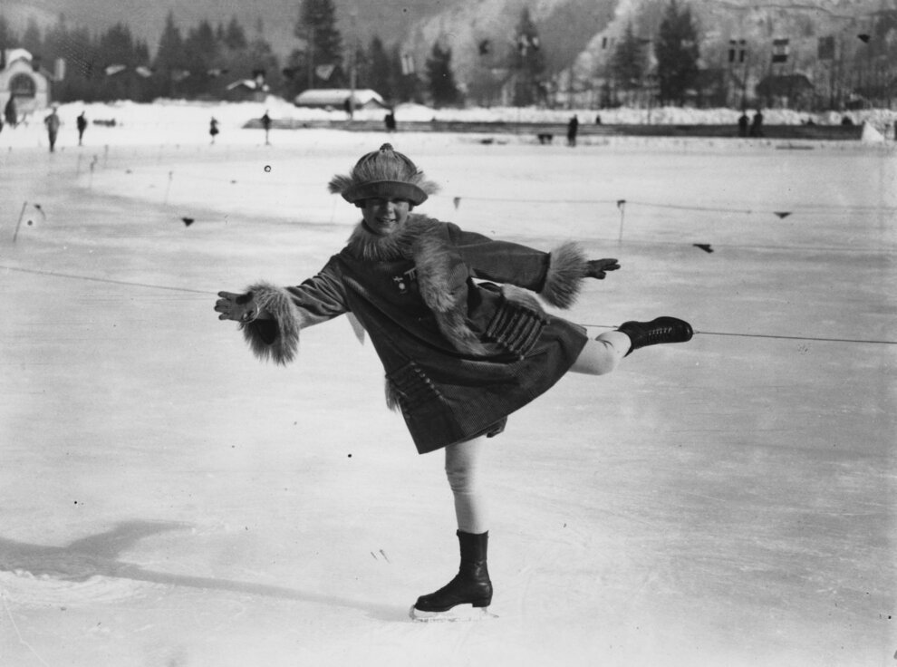 7 Quaint, Hilarious And/Or Creepy Vintage Photos From The First Winter
