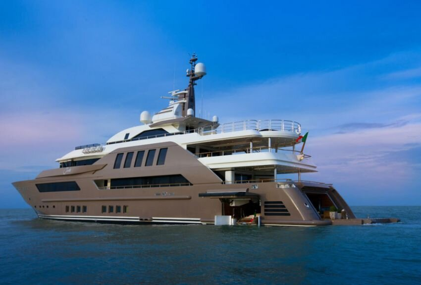 Luxury Yacht is the First to Feature a Floating Garage