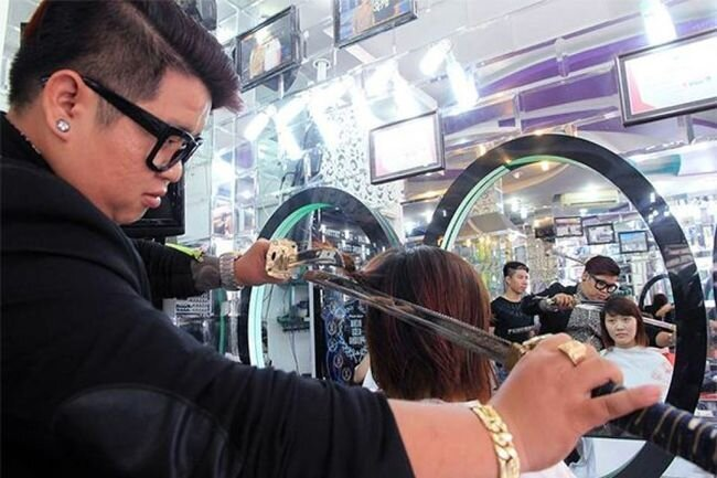 Vietnamese Hairdresser Uses A Samurai Sword To Chop Trendy Hairdos