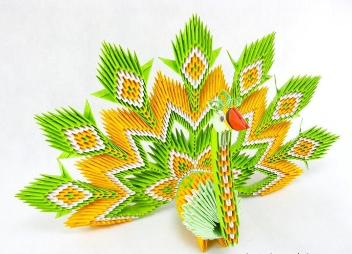 Intricate Paper Animals Crafted with Elaborate Origami Techniques