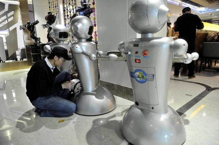 Wall.e Restaurant Staffed with Robots Opens in Hefei