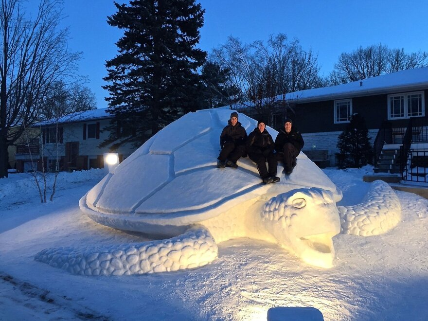 Every Year, These 3 Brothers Make A Giant Snow Sculpture от Katarina за 13 jan 2015