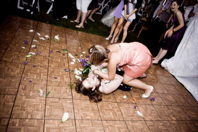 20 Photos Reveal The True Mayhem Of A Wedding Bouquet Toss