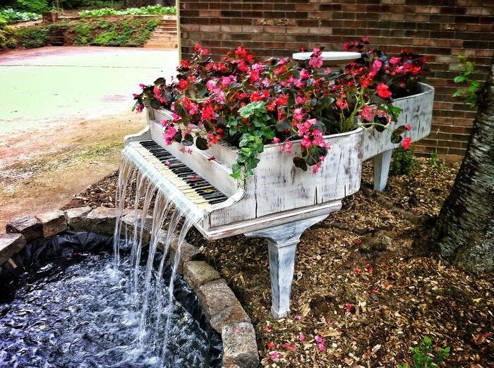 27 Ways To Recycle Your Old Furniture Into A Fairytale Garden