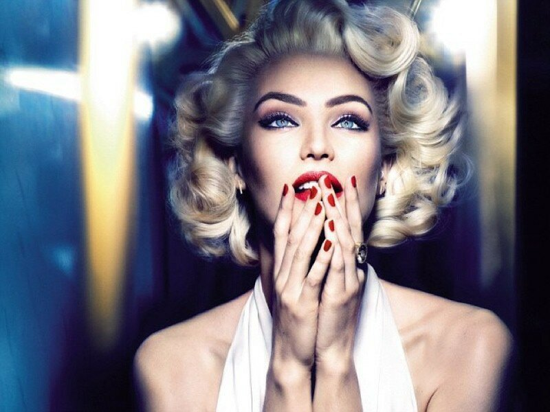 CELEBRITIES DRESSED AS MARILYN MONROE