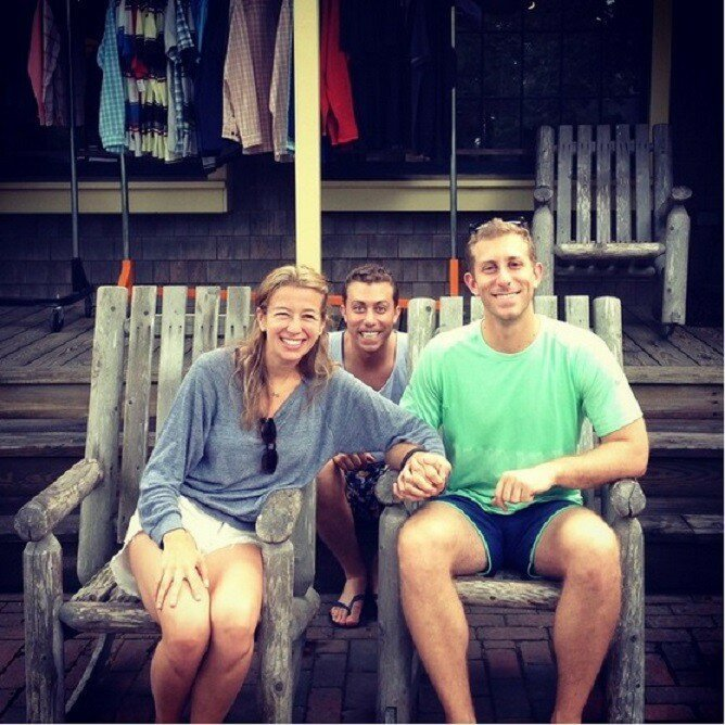 This Guy's Instagram Account About Being A Third Wheel Is Hilarious