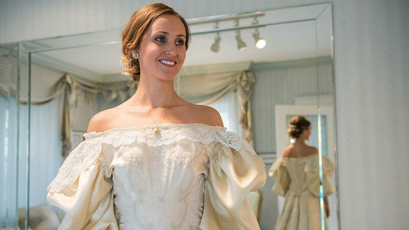 Bride Is 11th Woman In Her Family To Wear 120-Year-Old Wedding Dress