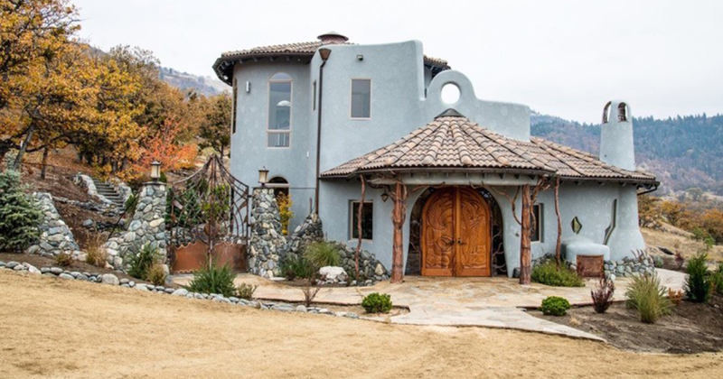 This House Looks Ordinary From The Outside, Until You Step Inside And See Why It Costs $7,600,000
