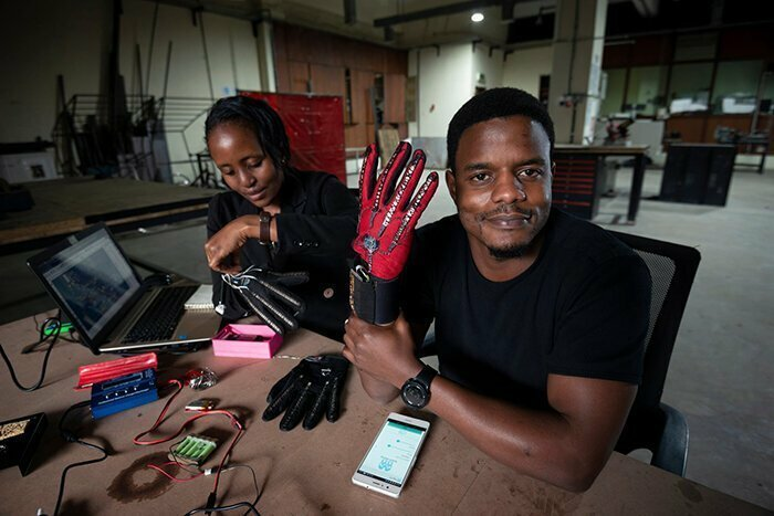 A 25 Y.O. Inventor Invented Smart Gloves That Auto-Translate Sign Language Into Speech
